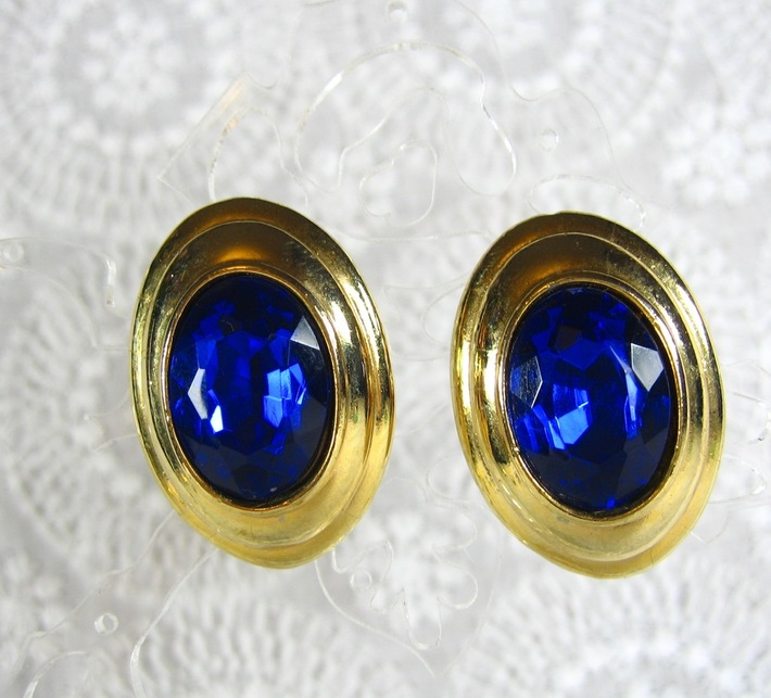 Vintage 1980s Blue Lucite Crystal Gold Oval Pierced Button Earrings