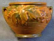 ROSEVILLE POTTERY RUSSET BUSHBERRY Vase