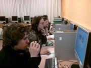 Alumnado de ESL trabajando con Recursos TIC Malted
