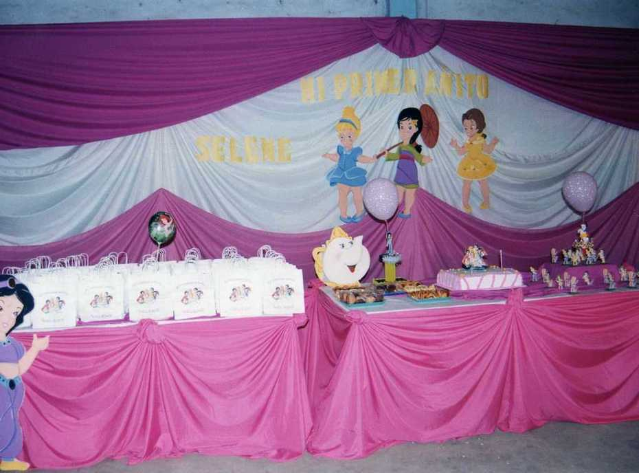 Mesa decorada de Princesas