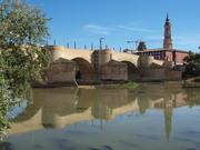El río Ebro con el puente de Piedra y la Seo al fondo