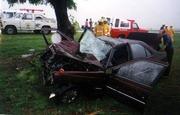 Colision contra un arbol Peugeot 405