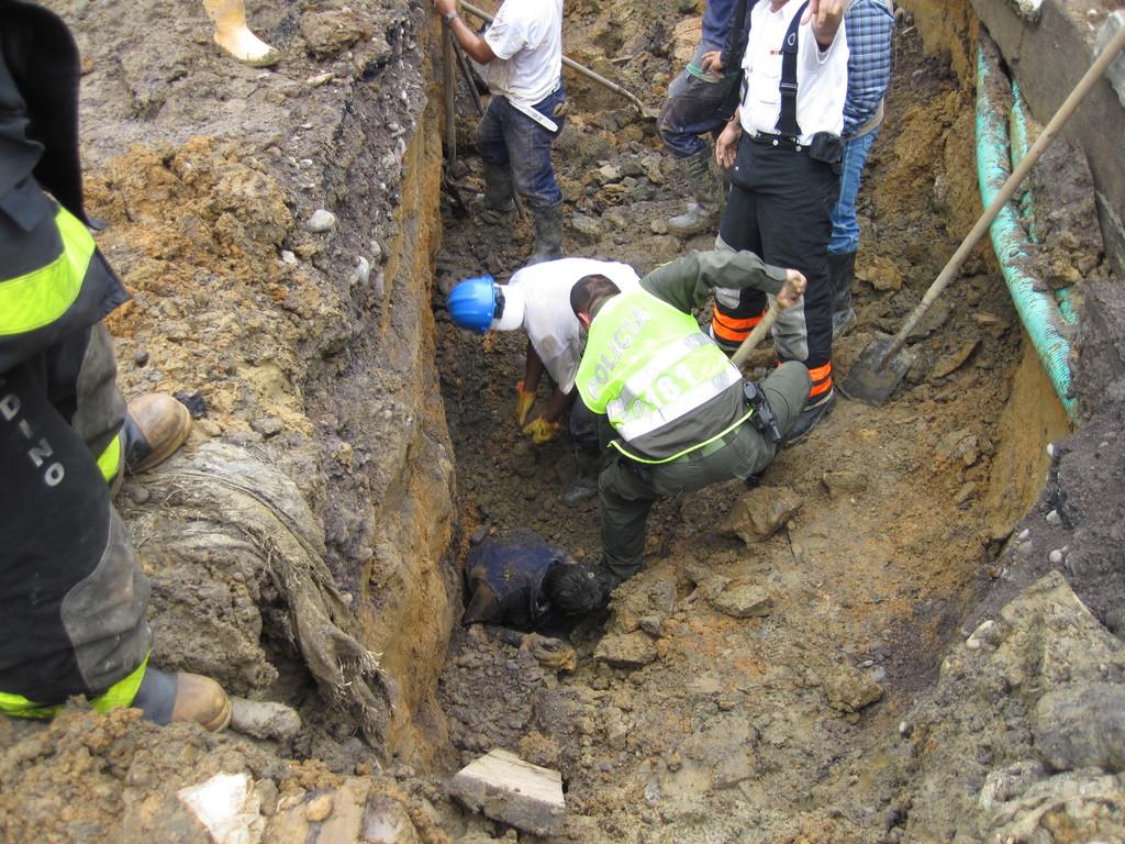 RESCATE MACUNAIMA ALUD DE TIERRA 30 AGOSTO 2012
