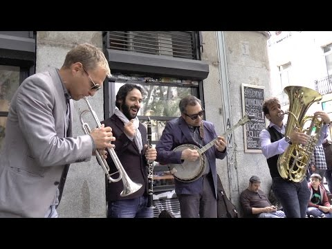 """Lavapiés All Star Jazz Band: """"I've found a new baby"""" - Busking in Madrid"""