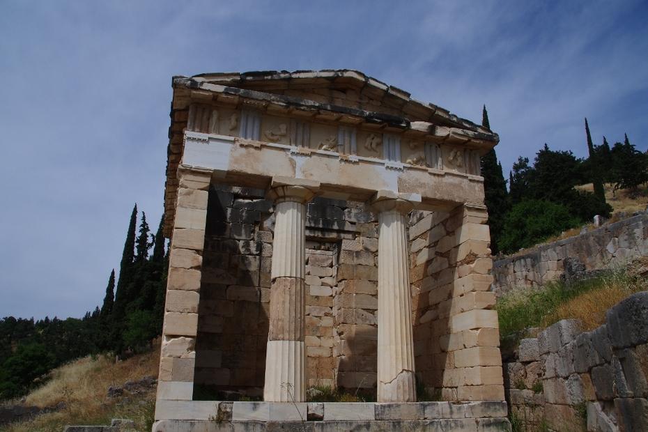 """Ο αναστηλωμένος """"Θησαυρός των Αθηναίων""""..."""