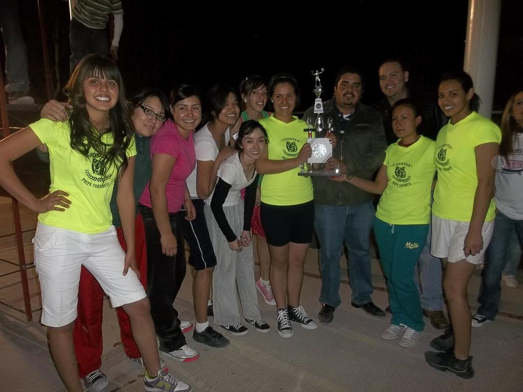 La gran final de Voleibol Femenil equipo de la Prepa ( Campeónas ) 28/01/2012 fotos de pepe y chavo Martínez