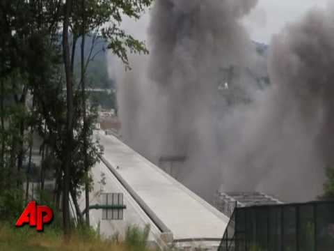 Demolition of Pennsylvania Turnpike Bridge Over the Allegheny River - Harmarville PA 07-13-2010 Part I