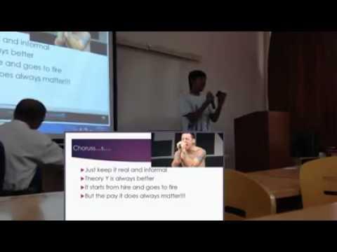 Estudiante expone un PPT con la música de  Linkin Park