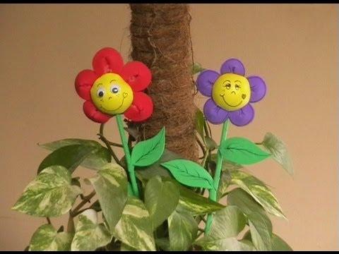 Adorno para fiestas - Flor de goma eva