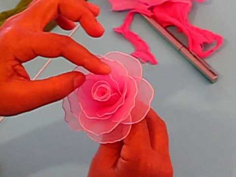 Como Hacer una rosa con panti