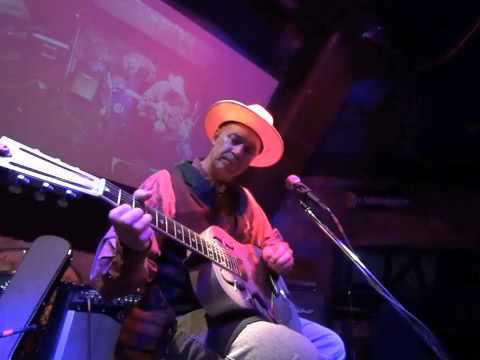 "Rambling Steve Gardner ""Sunny Side of the Street"" Live  What the Dickens Tokyo July 2015"