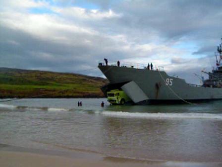 Asi llega un Carro Bomba a la Isla de Pascua / LLEGADA T-3000 A RAPA NUI