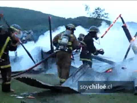 CHILE Los bomberos de Chonchi están investigando las causas de voraz incendio