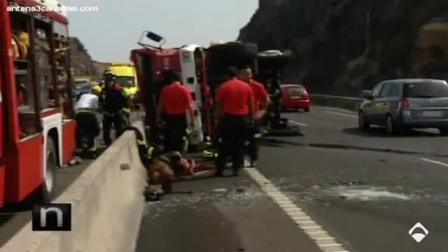 18 de Julio de 2012 / Camión de Bomberos Forestal, víctima de un accidente cuando respondía a una emergencia / Tenerife, España