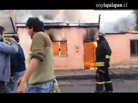INCENDIO DE TRES VIVIENDAS DEJA 10 DAMNIFICADOS / IQUIQUE, CHILE / Vídeo Destacado de La Hermandad de Bomberos