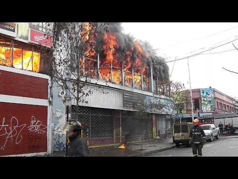 CUARTA ALARMA DE INCENDIO EN GRAN BODEGA DE SAN DIEGO, COQUIMBO EN CHILE / Vídeo Destacado de La Hermandad de Bomberos
