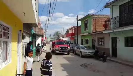 INCENDIO DE CASA HABITACIÓN EN PRIMER PISO, HEROICO CUERPO DE BOMBEROS DE SILAO - COLONIA LOS ÁNGELES, SILAO EN MÉXICO / Vídeo Destacado de La Hermandad de Bomberos