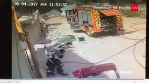 CAPTADO EN VÍDEO: ARRIBO DE BOMBEROS Y EXPLOSIÓN EN EMPRESA QUÍMICA DE ARGANDA DEL REY - MADRID EN ESPAÑA
