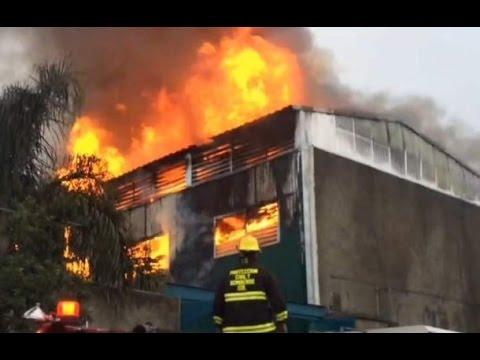 INCENDIO EN FABRICA DE SOLVENTES EN SANTA CECILIA GUADAJALARA JALISCO VIDEO FUEGO