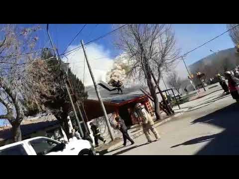 INCENDIO ESTRUCTURAL DE DEPARTAMENTO Y COMERCIO, RESPONDIÓ BOMBEROS VOLUNTARIOS DE JUNIN DE LOS ANDES - NEUQUEN EN ARGENTINA