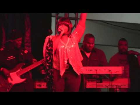 Kelly Price Performs Hot Live Concert At Baldwin Hills Crenshaw Plaza (LP)