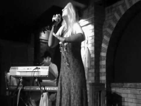 """Filio Terzi - Giftaki, live on """"8 ditika"""" stage"""