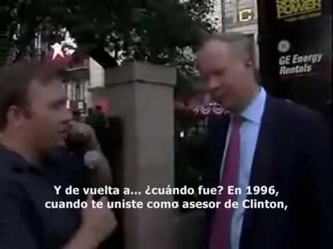 Alex Jones confronta a David Gergen sobre Bohemian Grove en 2004