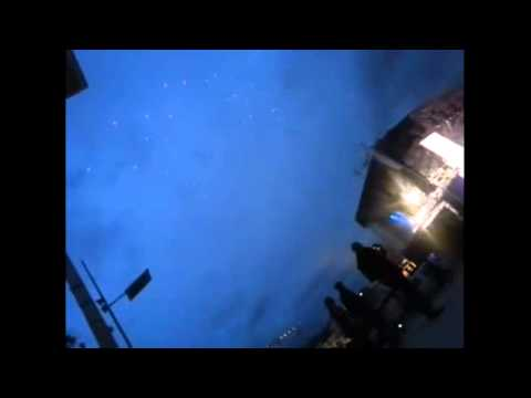 MASSIVE UFO SIGHTING or HUMAN TECHNOLOGY ?  May 22nd 2013