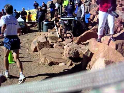 Matt Carpenter makes the turn in the 2010 Pikes Peak Marathon