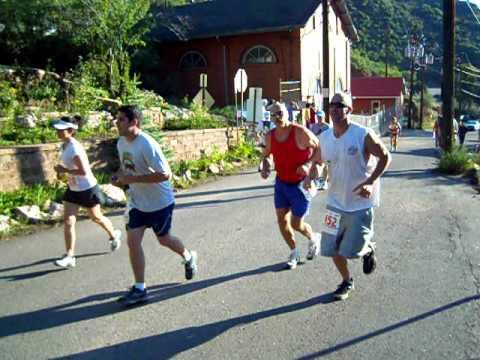 Start of the 2011 Barr Trail Mountain Race