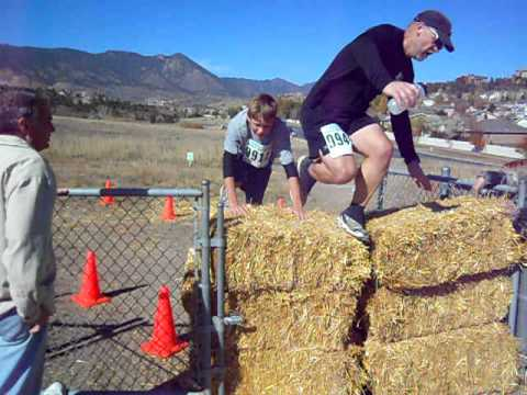 Runners in Fall Series III take on the hay bales