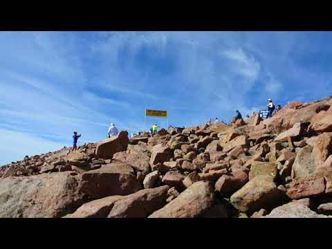 Rémi Bonnet makes the turn in the 2017 Pikes Peak Marathon