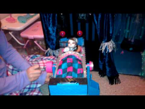 Robyn's Monster High doll House tour!!!