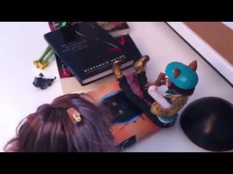 A Typical Day of Clawdeen's Life Part 1