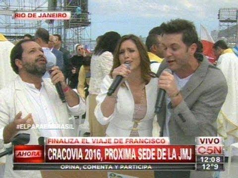 """Axel y """"La Sole"""" Pastorutti le cantaron al Papa Francisco en Rio de Janeiro"""