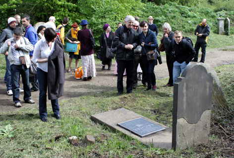 The unveiling of the Scott Archer plaque 1 May 2010 / © Michael Pritchard