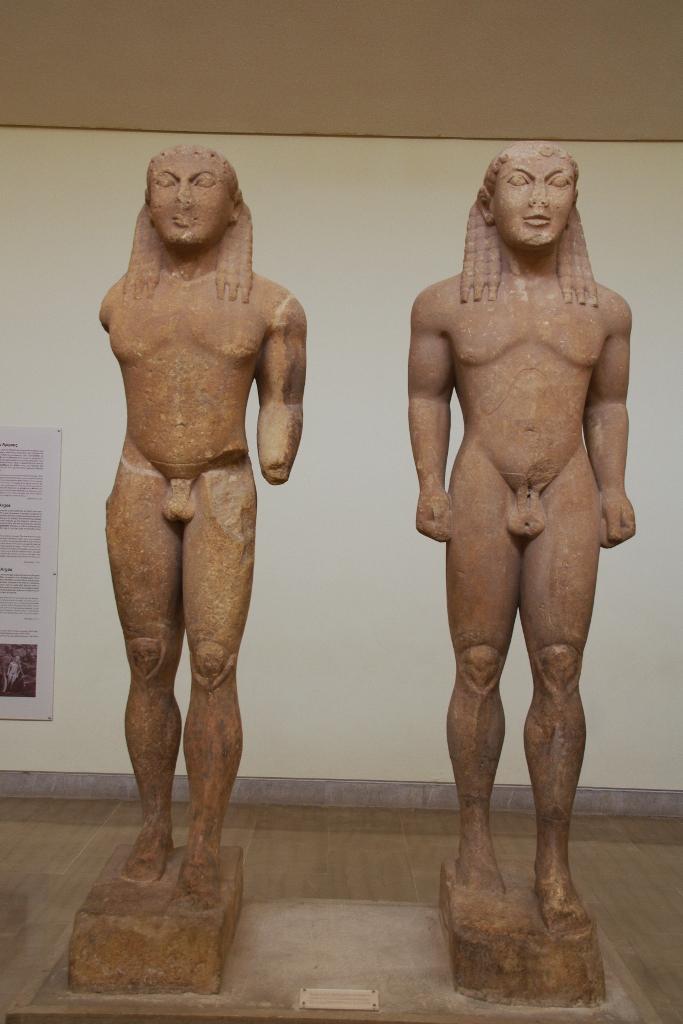 Μνημειακά αρχαϊκά αγάλματα...