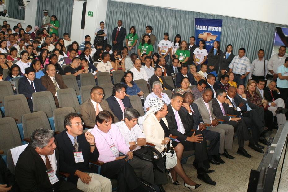 Con senadora Piedad Cordoba y ex secuestrados Farc (Colombia, agosto 2009)