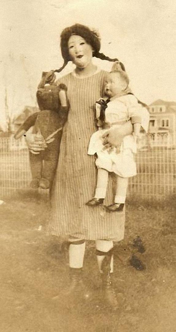 Vintage_Halloween_Costumes 21