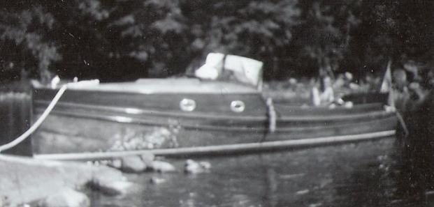 1934 hade båten fått vindruta