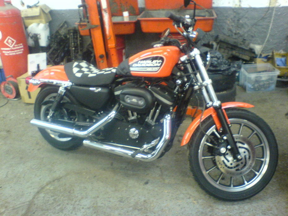 Waving Check Seat for Harley
