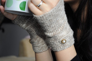 beige fingerless mitts 1