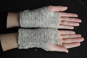 beige fingerless mitts 3