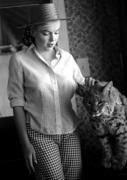 Marilyn Monroe with a cat