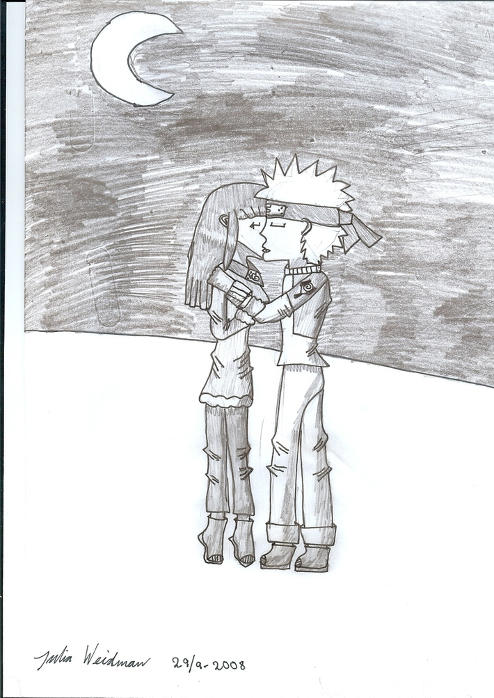 Naruto & Hinata kissing in the moonlight