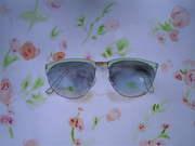 Bakom mina solglasögon