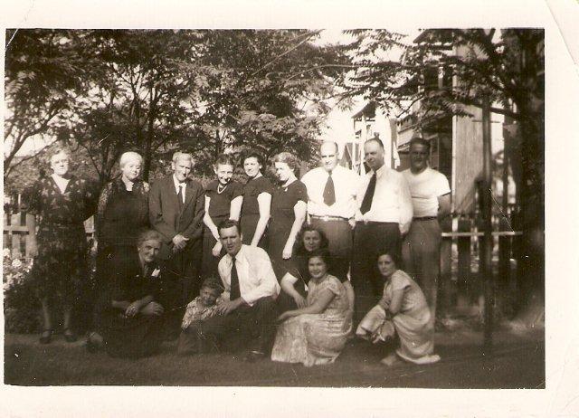 EllaKlock,LillianDuffee,FlaviusDuffee,HelenMaher,DorothyMaher,CatherineMaher,EdMaher,BillMaher,BernardMaher,Unknown,EdwardMaher,JohnnyBrennen,GenMaher,CarolMaher,KathyBrennan1949