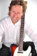 DSC_0530_Steven Graves Guitar Sitting