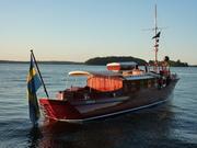 VIDAR III i Roslagskvällssolen.
