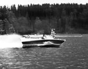 Min båt i full fart